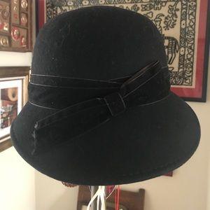 d75069455d99c Anthropologie Felt Hat w Velvet Ribbon
